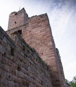 Die Burgruine Hiltpoltstein entbietet ihren Gruß. Nicht weit von Kloster Schwarzenberg in Scheinfeld findet sich hier das Tor zur fränkischen Seenplatte. (#3)