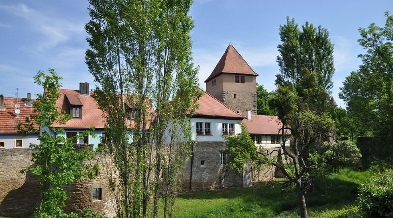 Etappe 3 führt von Bullenheim über den Bullenberg in die historische Weinstadt Iphofen.