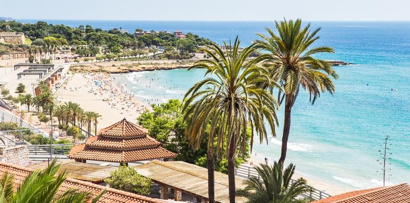 Tarragona ist nicht nur kulturell eine hoch interessante Stadt, sie bietet auch Strandurlaubern wundervolle Strände zum Schwimmen, Schnorcheln und Sonnenbaden. Alle Strände Tarragonas weisen einen samtweichen, hellgoldenen Sand auf.