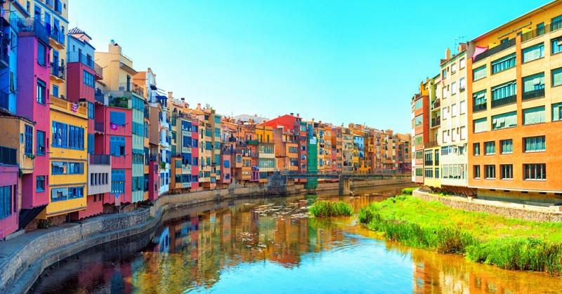 Wie wäre es mit einer Ferienwohnung der Girona Apartments. Die Ferienwohnung ist perfekt für Gäste aller Altersklassen, ist mit allem Nötigen ausgestattet und bietet eine wunderschöne Aussicht auf Girona.