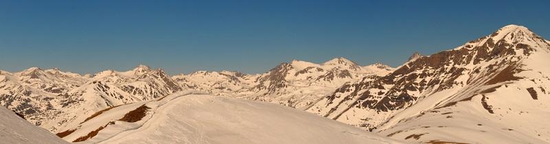 In den Katalonischen Pyrenäen ist waschechter Skiurlaub möglich.