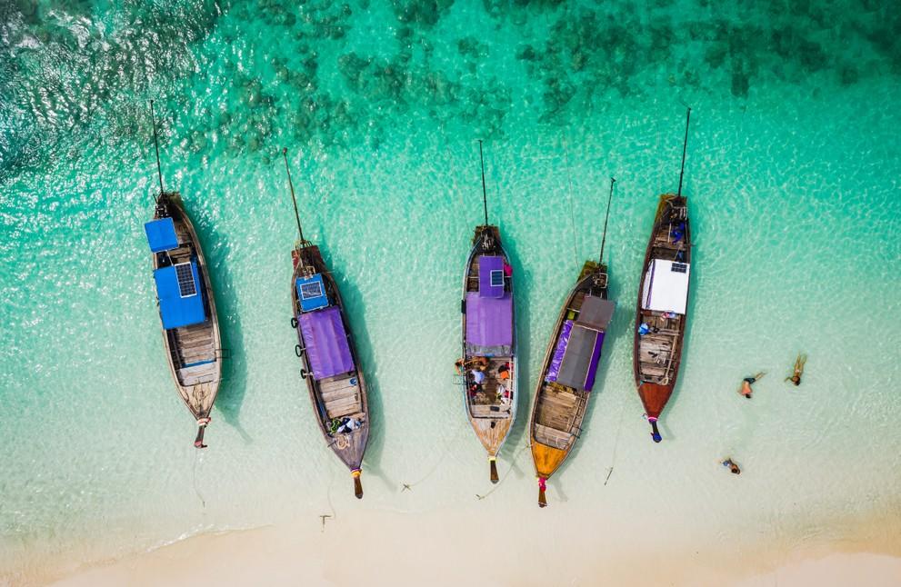 Ein Traum für viele Thailand-Urlauber ist die Insel Phi Phi in der Provinz Krabi. Zu verschiedenen Reisezeiten sucht man nur zu gerne paradiesische Orte wie diesen auf. (#6)