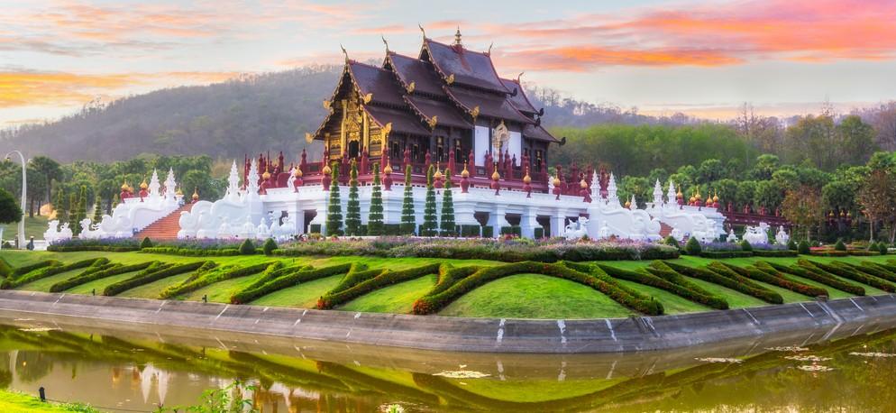 In Thailand zu jeder Reiezeit attraktiv: der königliche Pavilion (Ho Kham Luang) im Royal Park Rajapruek in der Nähe von Chiang Mai. Wer Thailand besucht, wird um einen Besuch des Ho Kham Luang nicht herumkommen. (#4)
