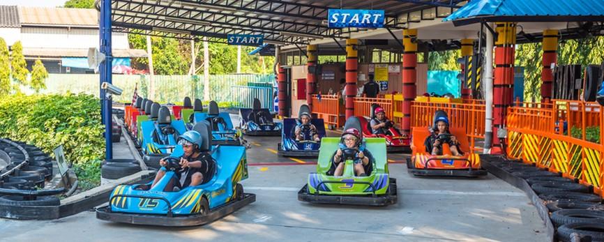 """Der Vergnügungspark """"Dream World"""" in Bangkok gehört zu den Thailand-Tipps, die auch Insider gerne geben. Das Foto zeigt das beliebte Go-Kart-Rennen. (#2)"""