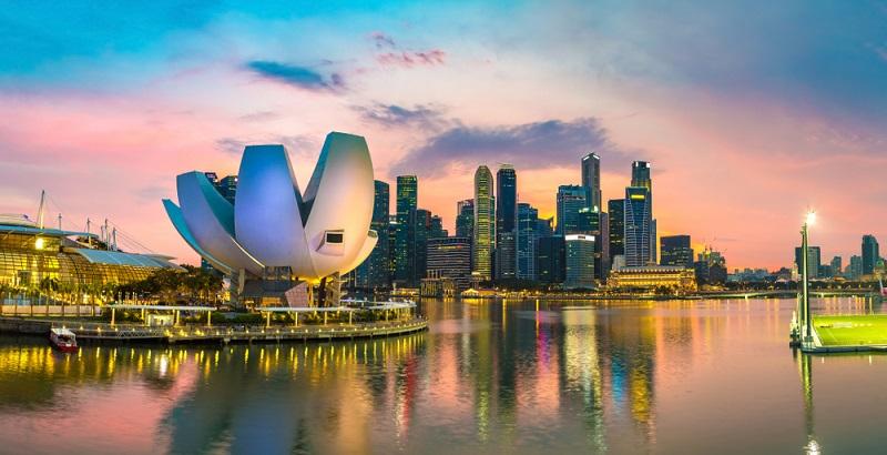 Singapur Die Finanzstadt und Wirtschaftsmetropole besticht durch die moderne Architektur und ihre Perfektion. Ideal für einen Stadturlaub mit schon etwas größeren Kindern.
