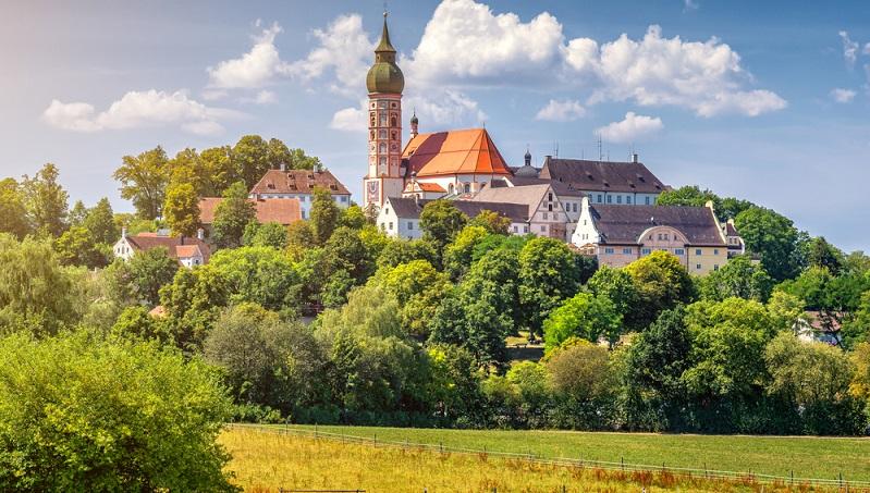 Die Region um München lädt durch die zahllosen Kirchen und sakralhistorischen Pfade geradezu dazu ein, das Wandern auf einem Pilgerweg zu versuchen.