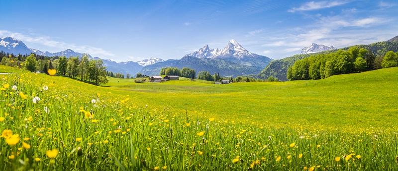 Durch die Nähe zu den Alpen und zahllosen Attraktionen des Voralpenlandes kann man von München aus mit dem Auto (oft auch mit öffentlichen Verkehrsmitteln) problemlos kurzfristige Touren unternehmen.