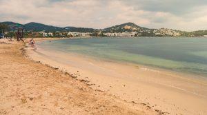 Der Strand Talamanca Beach liegt praktisch direkt an oder in der Stadt Ibiza. Das Glückshotel Ibiza ist hier sicher fußläufig erreichbar. (#2)
