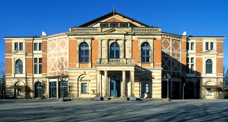 Seit 2009 werden auf dem berühmten Grünen Hügel in Bayreuth auch Aufführungen für junge Besucher inszeniert.
