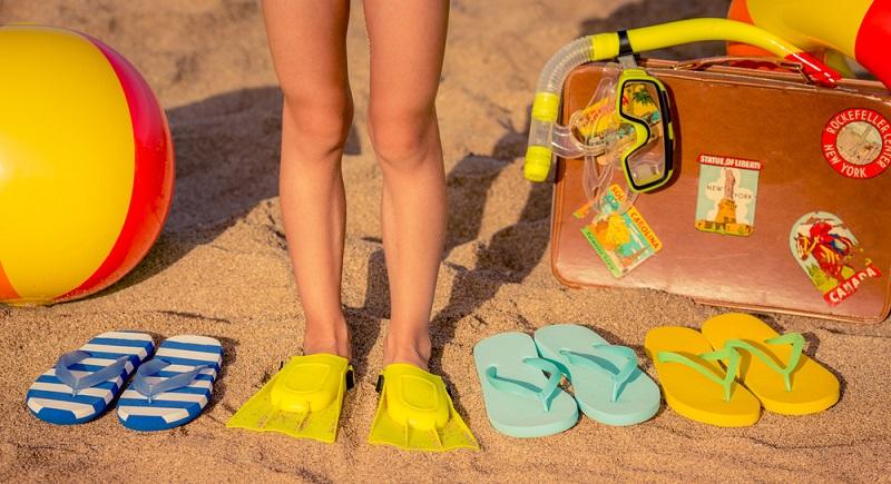 Flip-Flops sollte man in den Koffer für den Sommer-Urlaub packen.