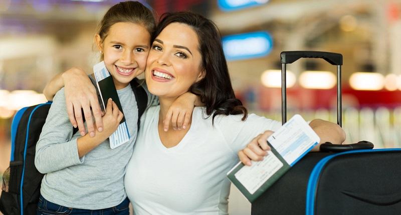 Wichtige Reisedokumente wie Ausweispapiere und Flugtickets nicht vergessen in den Koffer oder das Handgepäck zu packen.