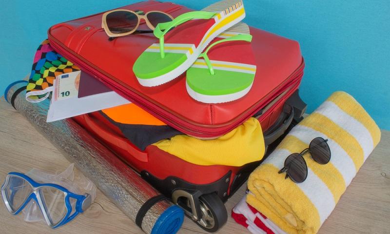 Den Koffer voller Spielzeug packen, das würde sicher jedem Kind gefallen, nur der Mama vermutlich nicht.