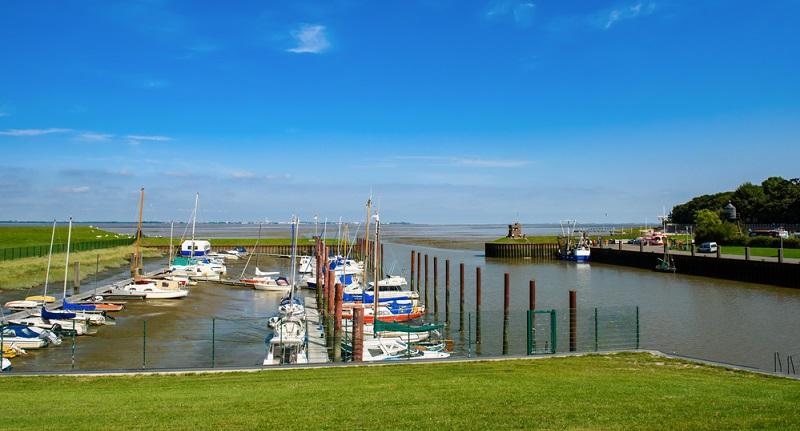 Die Seemannstradition wird in Dangast tatsächlich sehr groß geschrieben. Hier in Ostfriesland, wo die Menschen früher ihr Brot nur durch die Fischerei verdienen konnten, soll auch heute noch etwas von dieser Tradition erkennbar sein.