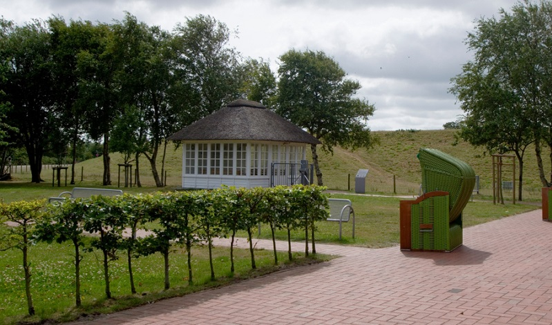 Dornumersiel gehört zur Gemeinde Dornum und liegt direkt an der Nordseeküste in Ostfriesland.