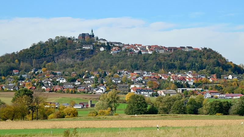 Amöneburg befindet sich auf einem Bergmassiv und liegt in 365 Meter Höhe. (#01)