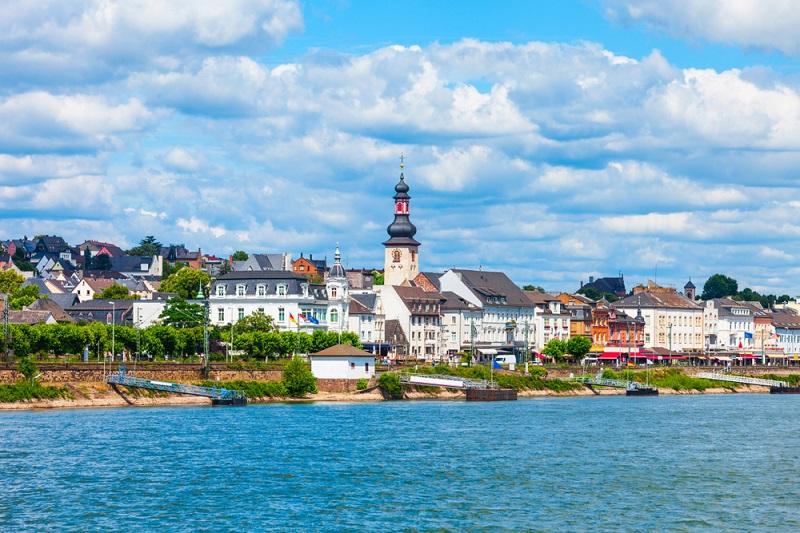 Tipp: Die Drosselgasse ist die bekannteste Straße in Rüdesheim am Rhein und bietet eine riesige Auswahl an verschiedenen Gaststätten. (#02)