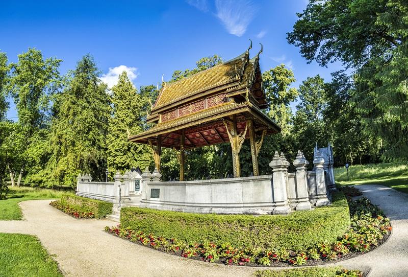 Wer sich für kunstvolle Brunnenanlagen und prunkvolle Bauten begeistern kann, ist hier im Kurpark genau richtig. (#05)