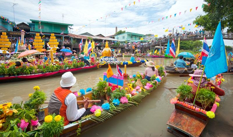 Thailand hat fantastische Märkte. Hübsch arrangiert präsentieren die Händler ihre Waren, wie exotische Früchte, Gemüse, Fisch, Fleisch, frisch zubereitete Speisen, Streetfood, Kleidung und Souvenirs.(#03)