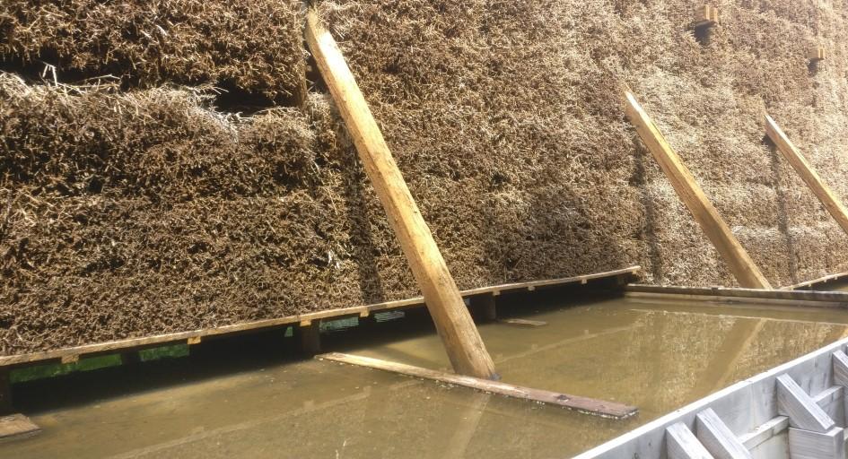 Langsam rieselt die Sole über die Reisigbündel in den Gradierwerken. Die Reisigbündel sind teilweise weiß verkrustet und können ihr Metier nicht leugnen. Wandern an der Nahe ist auch erholsam für die Lunge.