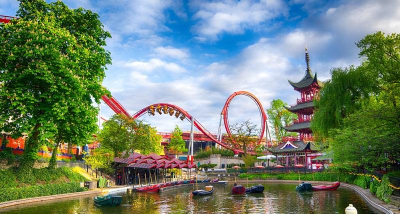 Tivoli Der Vergnügungspark in Kopenhagen ist der älteste Park seiner Art auf der Welt und präsentiert sich technisch auf dem modernsten Stand.