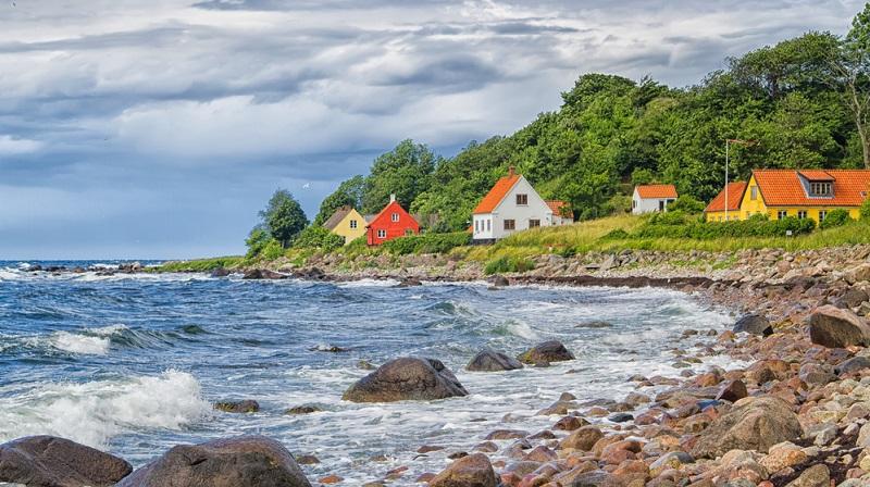 Überall finden sich hier auf den Inseln und im restlichen Dänemark Strände, die durch ihr klares, seichtes Wasser, den feinen Sand und die Ruhe punkten.