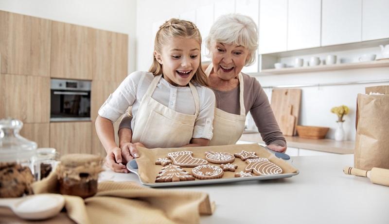 Eltern kennen das. Sie halten Süßigkeiten und Zucker so weit wie möglich von den Kindern fern. Kaum sind die Großeltern im Haus, regnet es Schokolade und Bonbons.