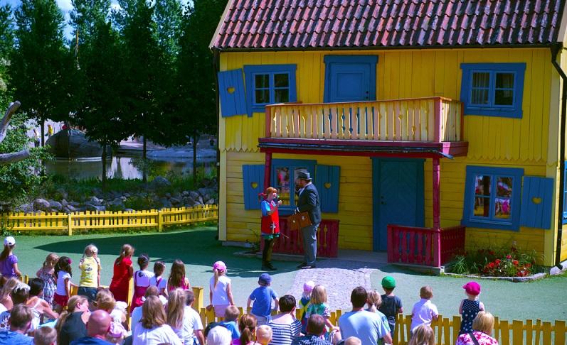 Der Theater- und Erlebnispark Astrid Lindgrens Welt findet sich in der Provinz Smaland und zeigt originale Bauten aus den Geschichten.
