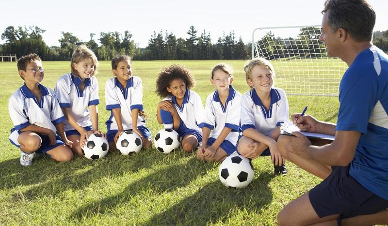 Fussball foerdert nicht nur den Gemeinschaftssinn der Kinder.