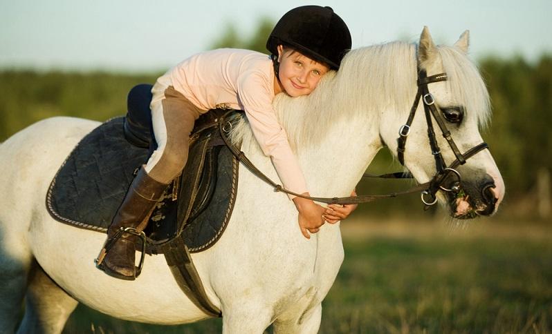 Ist ein geeignetes Hobby gefunden, sollte ein Zeitraum festgelegt werden, in dem das Kind das neue Hobby testen darf.