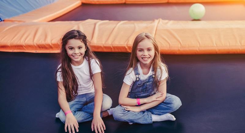 Wird ein Kind mit Hobbys regelrecht eingedeckt, werden Lust und Freude bald versiegen. Hektik, Stress, Zeit- und Termindruck wirken sich negativ auf die Gesundheit des Kindes aus.