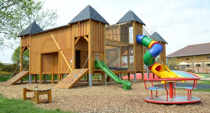 Die Spieloase zwischen dem Eingang, dem Verkehrsspielplatz und dem Kleintiergarten gelegen, ist ein weiteres Highlight.