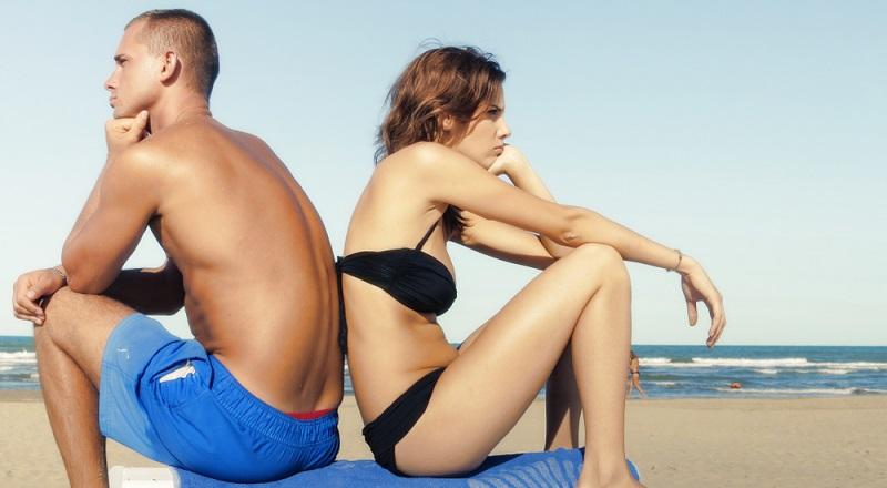 Die Familie liegt am Strand. Die Kinder schwimmen im Meer oder bauen Sandburgen. Schon gehen die Augen der Eltern auf Wanderschaft. Da hilft auch die beste Sonnenbrille nichts. So ein Verhalten führt immer zu Streit.