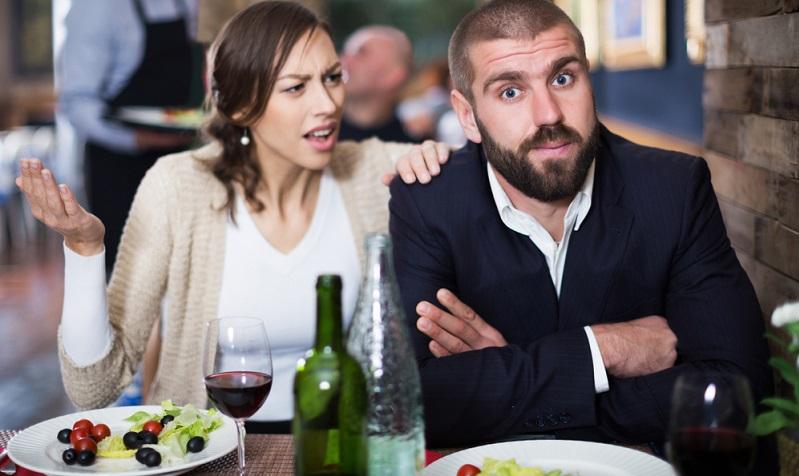 Ein Pärchenabend zu zweit, zuviel Alkohol, der Streit ist vorprogramiert