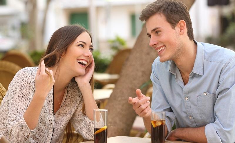 Auf der Wiese liegen und vor sich hinträumen oder am Strand einfach einmal nichts tun. Einfach herrlich! Doch beim Abendessen oder später in einer Bar oder am Meer sollte die Zeit genutzt werden, um wieder einen intensiven Paar- und Familien-Kontakt aufzubauen.