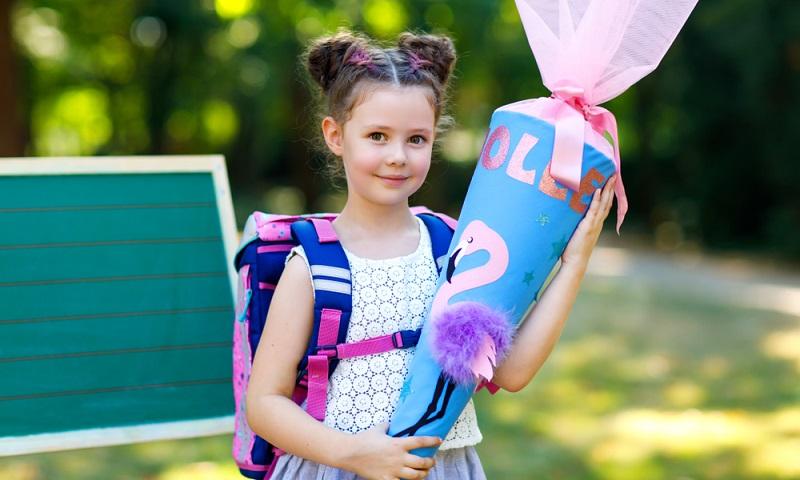 Die meisten Eltern befürchten, dass ihr Schulanfänger einen zu schweren Schulranzen tragen muss.