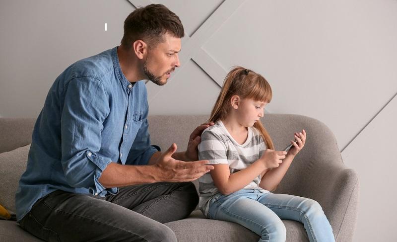 Erwachsene, die mit der Beaufsichtigung der Kleinen betraut sind, sollten deren Psyche einschätzen und beobachten. (Fotolizenz: Shutterstock- Pixel-Shot_