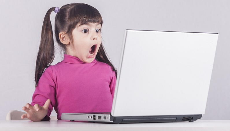 Die Eltern müssen dem Medienkonsum der Kinder Grenzen setzen und schon früh an der Medienkompetenz arbeiten.(Fotolizenz: shutterstock Yiorgos GR)