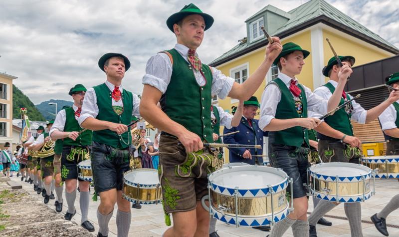 Prozession im Juli 2017, Berchtesgaden: Alle Teilnehmer tragen selbstverständlich die original bayerische Tracht