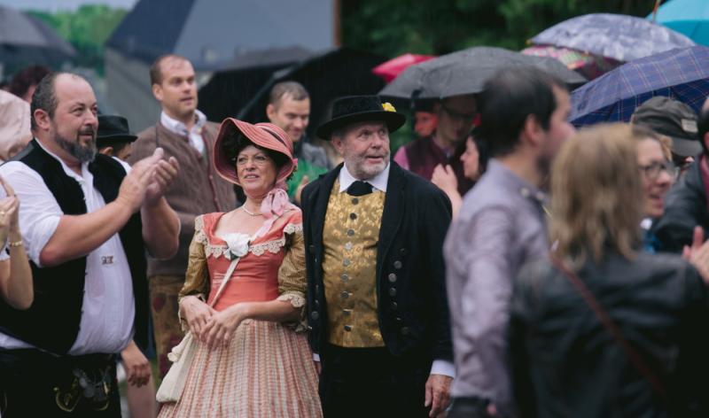 Tradition ist Pflicht: Original bayerische Tracht auf dem Kocherball
