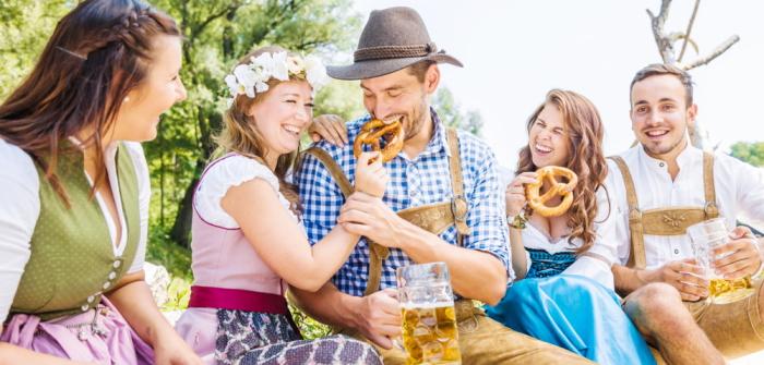 Original bayerische Tracht: Pflichtkleidung oder Mitbringsel?