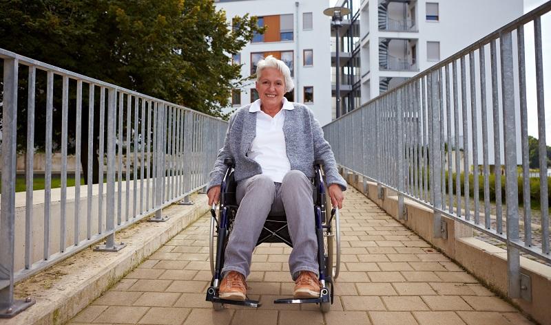 Rund 80 Millionen Menschen in der EU benötigen eine barrierefreie Ferienwohnung für ihren Aufenthalt. ( Foto: Shutterstock- Robert Kneschke )