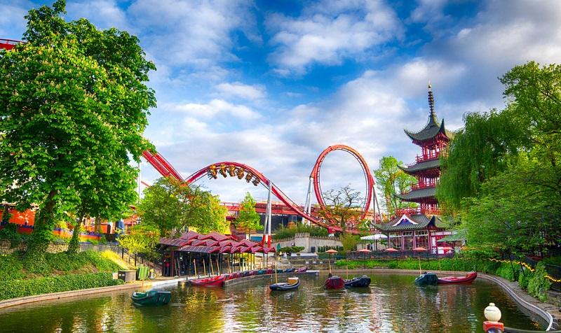 Der weltberühmte Freizeitpark liegt im Herzen der dänischen Hauptstadt Kopenhagen. ( Foto: Shutterstock- Anastasia Pelikh )