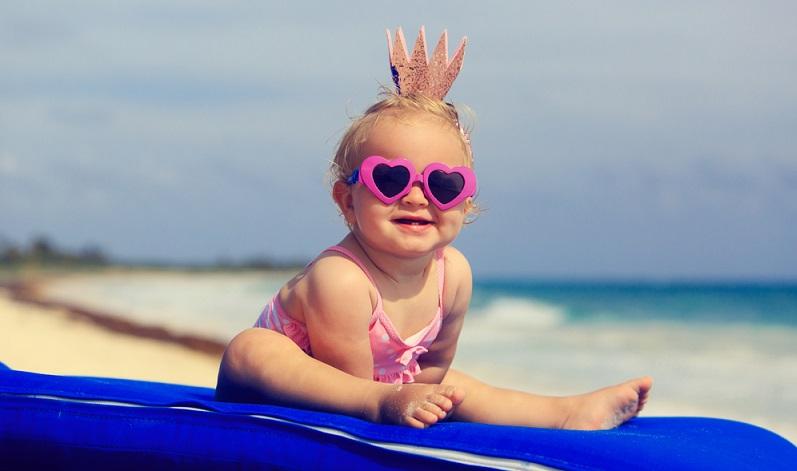 Fakt ist, wer den Urlaub mit Kind oder Baby plant und dieses Vorhaben ohne jegliche Checkliste angeht, hat verloren.  ( Foto: Shutterstock-  NadyaEugene )