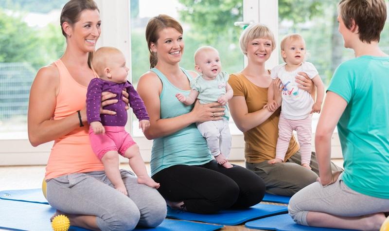 In einigen Städten werden <strong>Aerobic-Kurse</strong> ausgerichtet, die sich an Mütter mit Kleinkindern richten.  ( Foto: Shutterstock-_Kzenon)