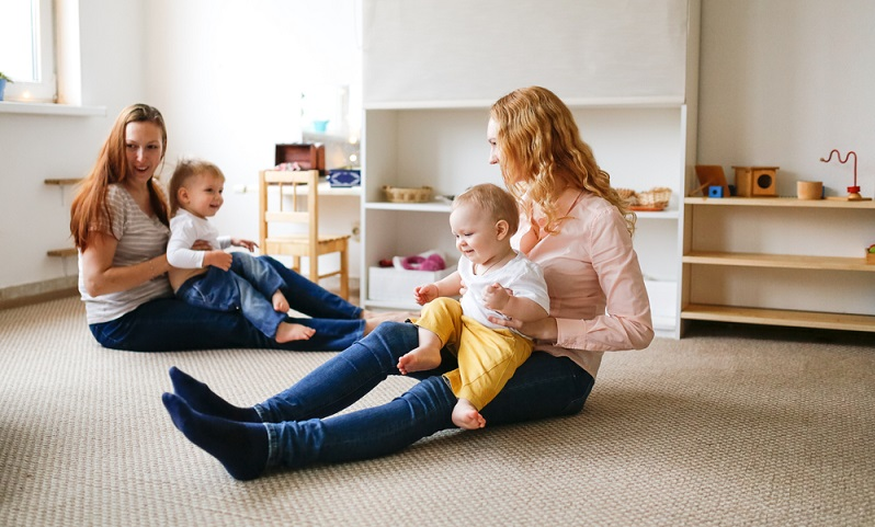 Vom Sport mit Baby profitiert sowohl die Mama als auch das Baby.  ( Foto: Shutterstock- Natalia Lebedinskaia_)