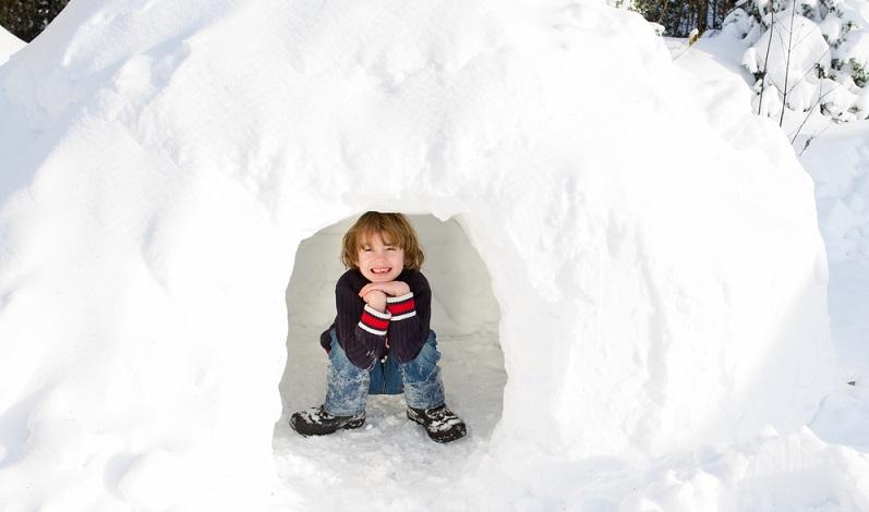 Mit Kindern im Iglu schlafen? Ja, auch das ist zu Silvester möglich, wobei die Wahl zwischen verschieden großen Iglus besteht. ( Foto: Shutterstock-FamVeld )