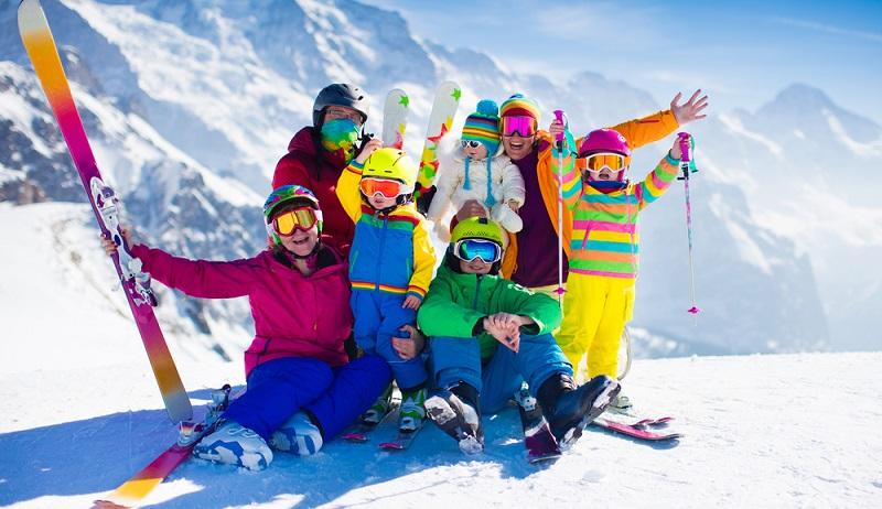 Diese Skiregion ist für Anfänger, Kinder und Fortgeschrittene gleichermaßen geeignet, bietet Skiabfahrten, Snowboard-Parks, Rodelpartien und vieles mehr. ( Foto: Shutterstock-FamVeld)