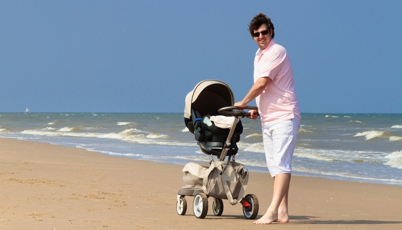 An ein Transportmittel im Urlaub für die Kleinen denken( Foto: Shutterstock-FamVeld )