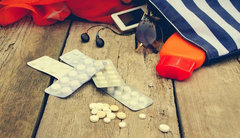 Auf keinen Fall die Checkliste für Verbandsmaterial, Arzneimittel und Medikamente vergessen(Foto: Shutterstock-Victoria 1 )