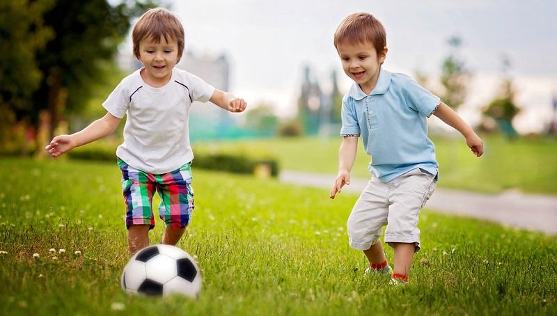 Für kleinere Kinder gilt, dass ihre Zeit besser gut ausgefüllt wird, ansonsten können die kleinen Gäste sehr anstrengend werden! (Foto: Shutterstock- Tomsickova Tatyana )